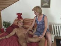Han får sin stora dolme tillfredsställd av styvmodern