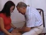 Fransk tonåring knullar av sig med gammal man